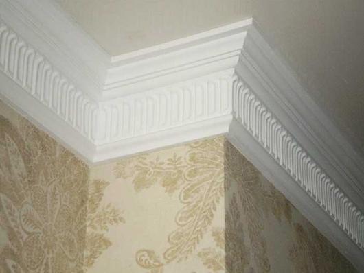 Плинтус пенополиуретановый потолочный украина мастика закрасить щели на балконе